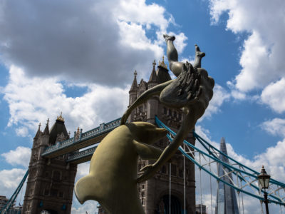 Tower Bridge Statue London